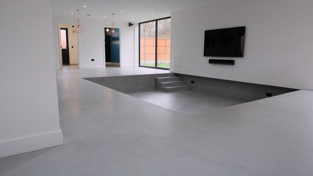 Salon con suelo de microcemento